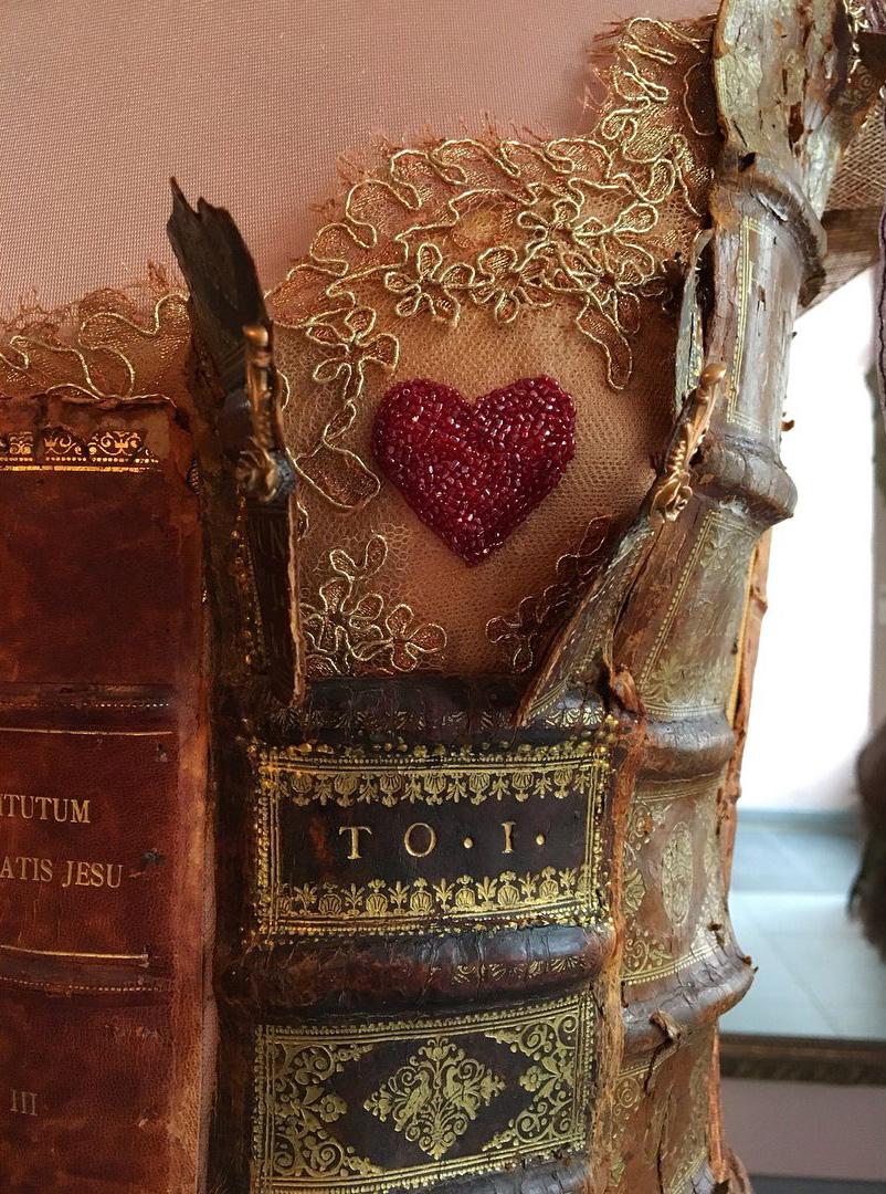 Robe livre Sylvie Facon, tranches de livres, coeur