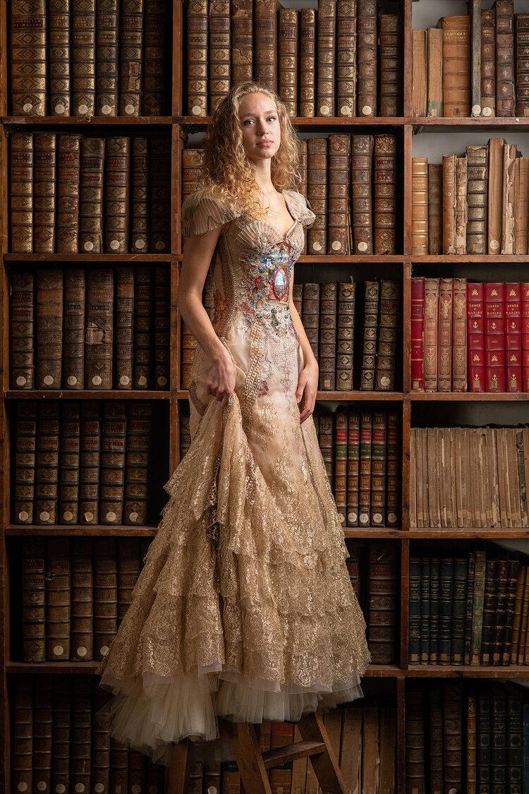 Sylvie Facon, robe enluminure, photo: Charles Delcourt