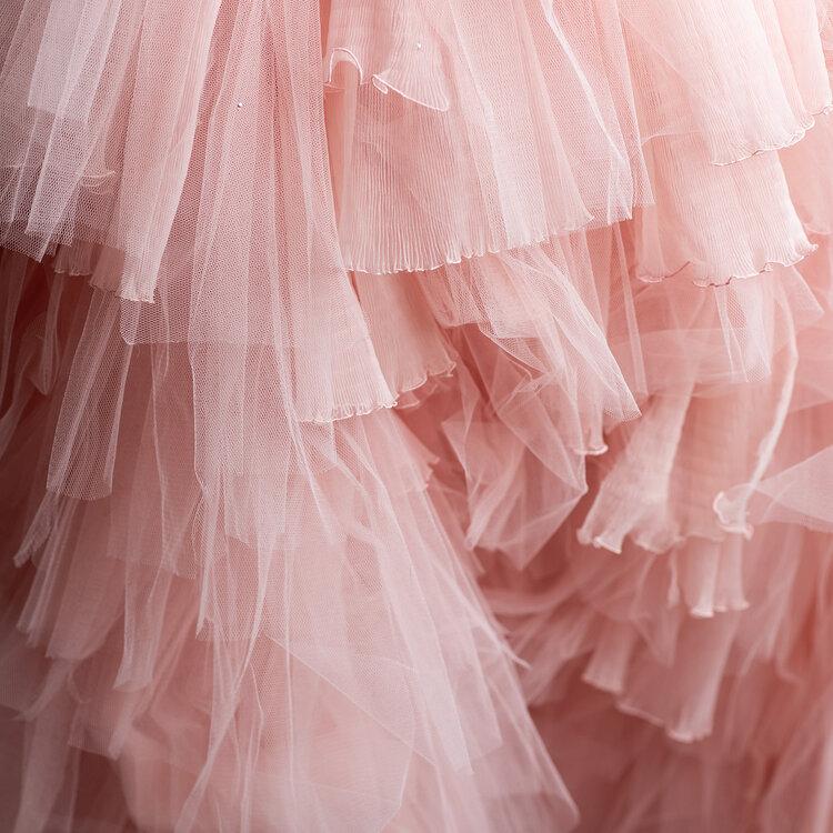 Sylvie Facon, robe en mousseline, détailles. Photo : Charles Delcourt