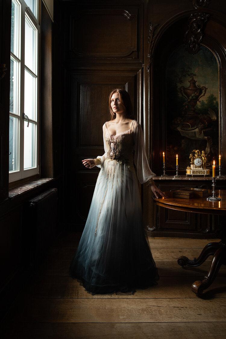 Sylvie Facon, robe tableau, le temps,  photo: Charles Delcourt